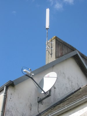 Antenne satellite et antennes wifi