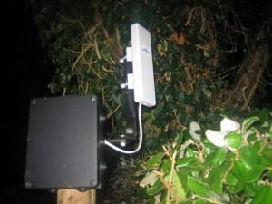 Sur son mat extérieur, le routeur de l'abonné
